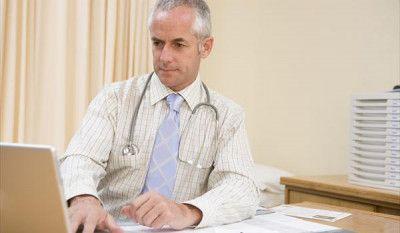 tratament-tromboza-hemoroidala-externa