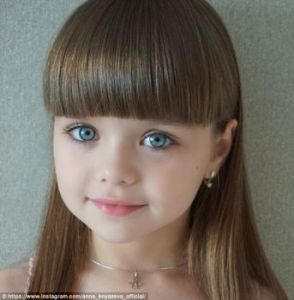 fetita-frumoasa-4