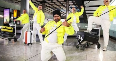 4FADE62400000578-6133487-Baggage_handlers_pictured_at_Heathrow_Airport_have_been_dressing-a-11_1536136267568-740x390