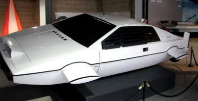 Lotus_Esprit_The_Spy_Who_Loved_Me_left-front_National_Motor_Museum_Beaulieu-1024x481